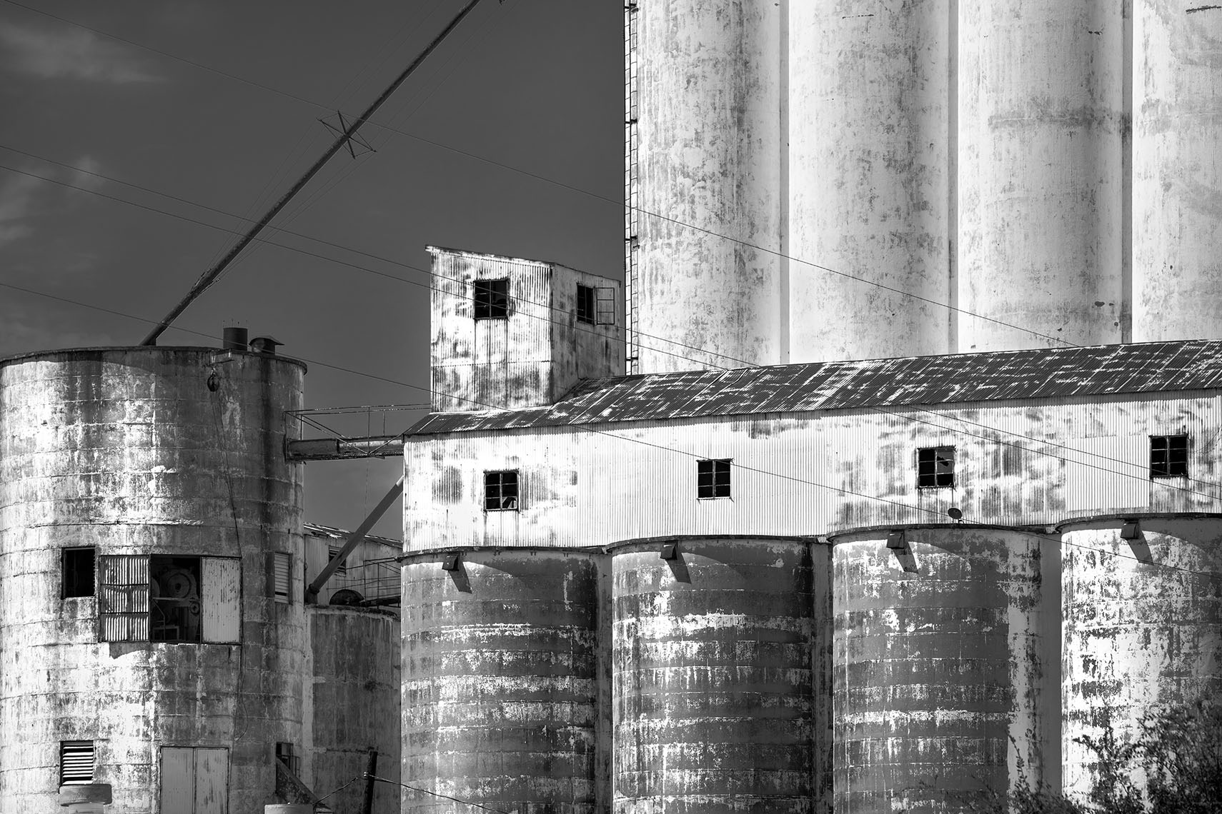 abandoned-grain-elevator-near-houston-texas