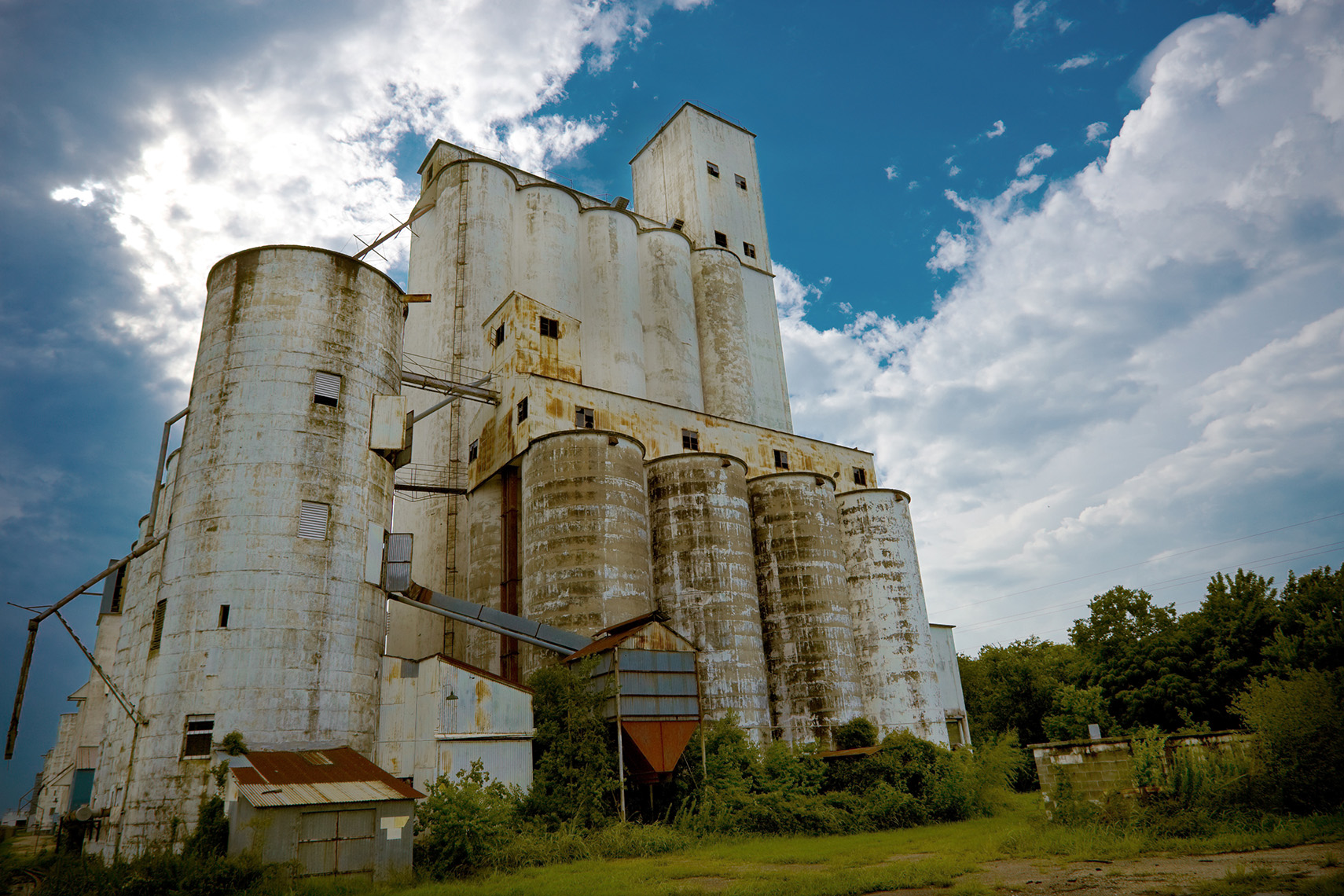 abandoned-grain-elevator-storm-clouds-Texas
